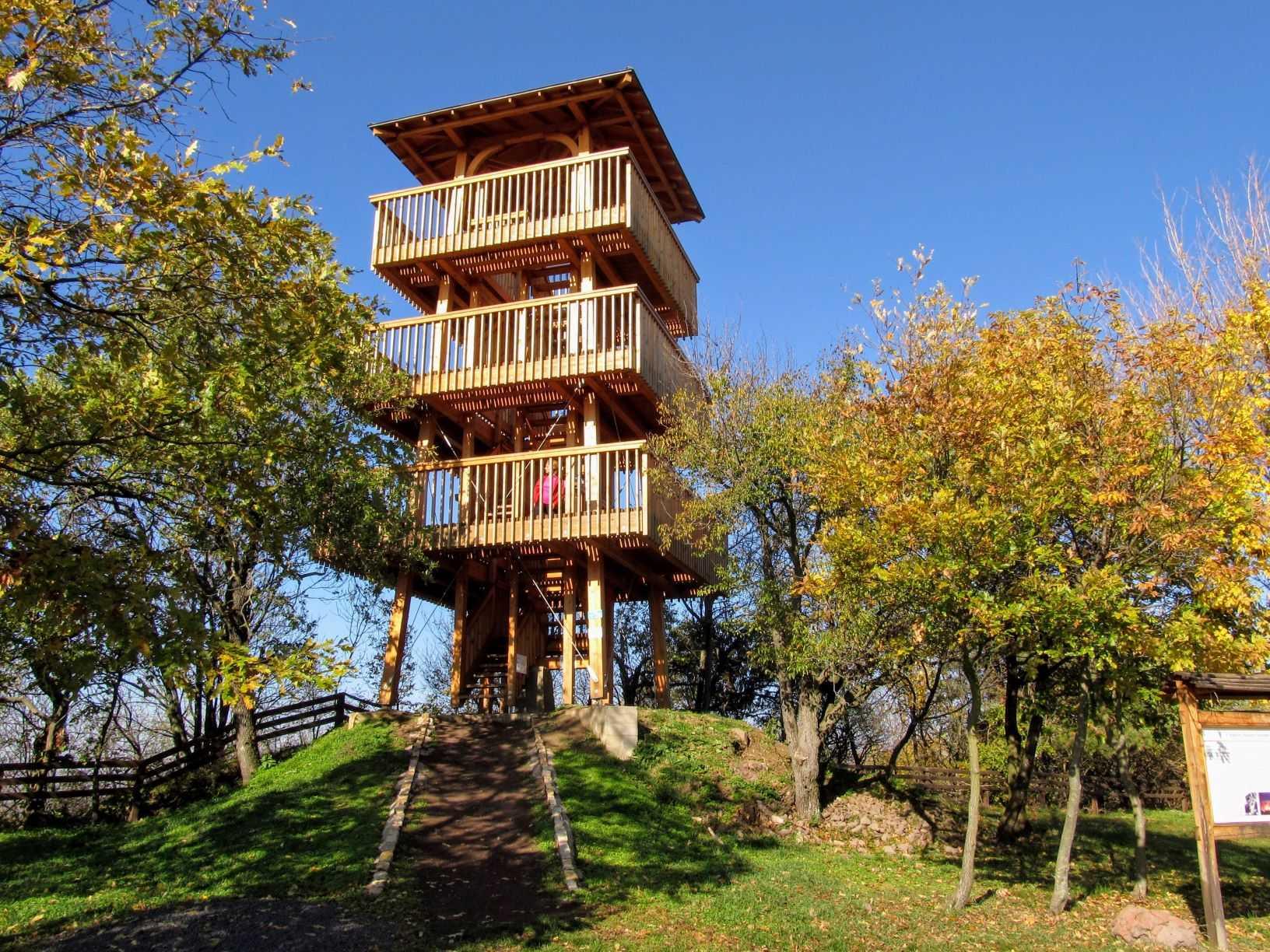 A Kossuth-kilátó a Halom-hegyen